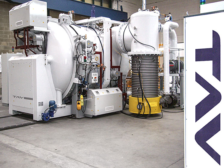 Horizontal vacuum furnaces<br/>Cart bottom door